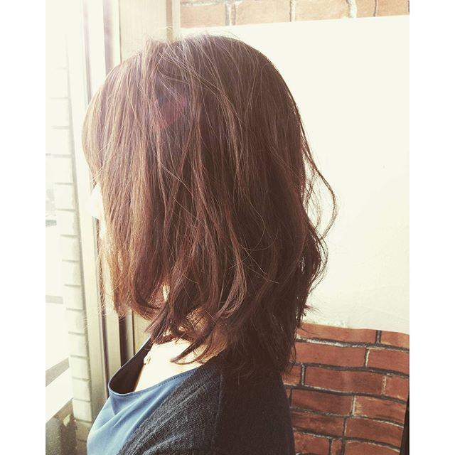 ランダムカールでラフにセットムースやミルクを揉みこむだけの楽チンhair#fashion #makeup #hairstyle #hair #カット #cut #美容室 #パーマ #カラー #color #髪型 #髪 #ヘア #福島 #郡山