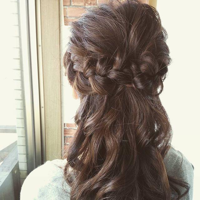 先日のお呼ばれアレンジ☆飾りがなくても編み込みをポイントに、かわいくセットしましたドレスコードがジーンズだったのでカジュアルに合うようにしました☆お呼ばれヘアで悩んでいる方はぜひ、イマジンにお越しくださいね(^_^) #fashion #makeup #hairstyle #hair #girl #アレンジ #美容室 #ヘアセット #編み込み #arrange #set #二次会 #簡単アレンジ #髪型 #オシャレ #可愛い #ブライダル #かわいい #郡山 #イマジンヘアー #イマジン