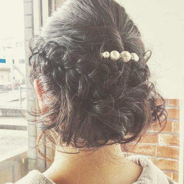 結婚式お呼ばれのアップスタイルです☆ふわっと散らしたカールと、編み目をキレイに見せるために、丁寧に引き出した編み込みがポイントです♪お呼ばれで髪型にお悩みの方、ぜひご相談下さい!#fashion #makeup #hairstyle #hair #ファッション #メイク #ヘアスタイル #ヘア #アップスタイル #ヘアセット #結婚式髪型 #お呼ばれヘア #結婚式ヘアセット #ヘアアレンジ #編み込み #編み込みアレンジ #ミディアム #ボブ #ショート #ロング #福島 #郡山 #富久山 #美容室イマジン #イマジンヘアー