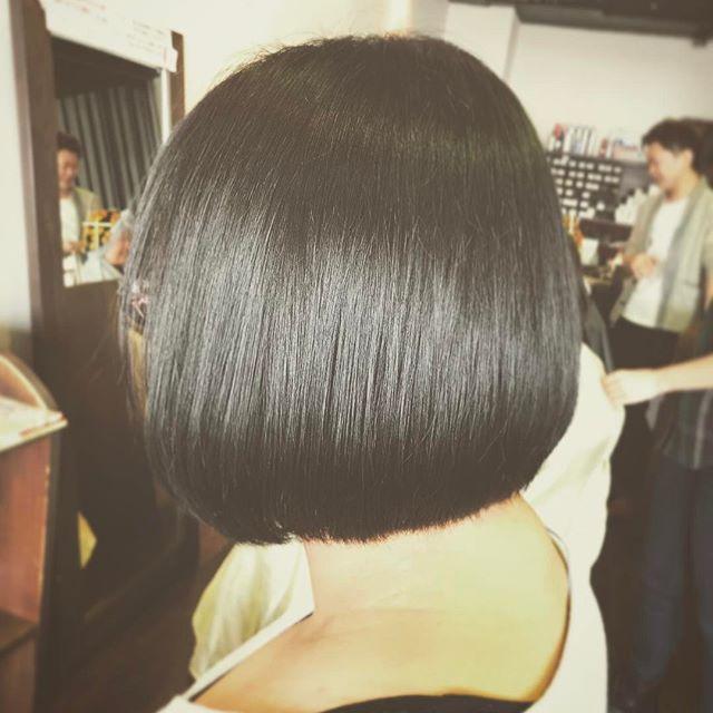 前下がりのボブです!黒髪で潔い感じが素敵でした︎ あまり段差が入っていないスタイルなので、よりツヤ感が引き立ちますね☆Y様、ありがとうございました!(*´∀`*) #fashion #makeup #hair #hairstyle #メイク #ヘア #ヘアスタイル #ボブヘアー #ボブ #切りっぱなしボブ #丸みボブ #黒髪ボブ #前下がり #前下がりボブ #ミディアムボブ #ショートボブ #ショートカット #longhair  #mediumhair #shorthair #郡山美容室 #富久山町  #イマジンヘアー #美容室イマジン