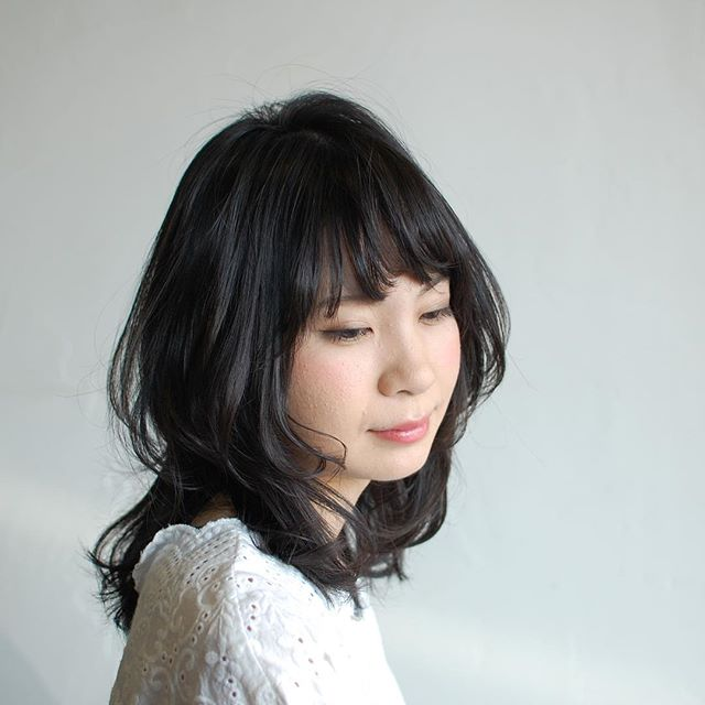 くびれをつけた大人ミディアムです︎夏なので、段差を入れた軽さのあるスタイルもオススメですよ☆・ボブ、ロブスタイルに飽きた方、長さは変えたくないけどイメチェンしたい!と言う方は表面に少し段差を入れるだけでもシルエットが変わりますよ(^^)・髪の悩みなど、何でもご相談下さい!・山崎・#hair #hairstyle #fashion #makeup #beauty #mediumhair #longhair #shorthair #bob #ヘア #ヘアスタイル #イメチェン #くびれミディ #大人ヘア #夏ヘア #黒髪 #メイクアップ #ファッション #ビューティー #ミディアムヘア #ロングヘア #ボブヘアー #ショートヘア #福島 #郡山市 #郡山美容室 #美容室イマジン #イマジンヘアー