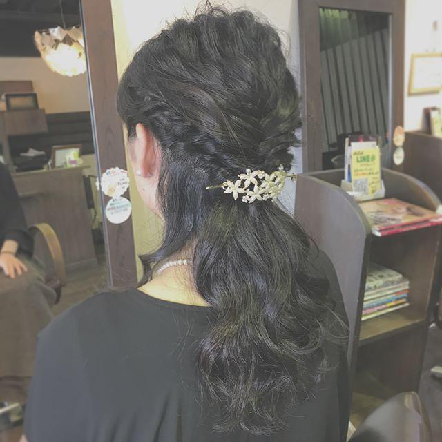 結婚式のお呼ばれセットです︎・派手すぎず、落ち着きすぎない上品なハーフアップスタイルに☆・トップはアイロンでウェーブをつけてからほぐし、フワッとさせているのがポイントです!・お呼ばれの増える時期ですので、セットでお悩みの方は気軽にご相談下さいね️・ #hairstyle #hair #beauty #fashion #makeup #medium #longhair #bob #shorthair #hairarrange #ヘアスタイル #ビューティー #ファッション #メイクアップ #ミディアムボブ #ロングヘア #ボブ #ショート #ヘアアレンジ #ハーフアップ #お呼ばれヘア #結婚式ヘア #福島県 #郡山市美容室 #美容室イマジン #イマジンヘアー #富久山
