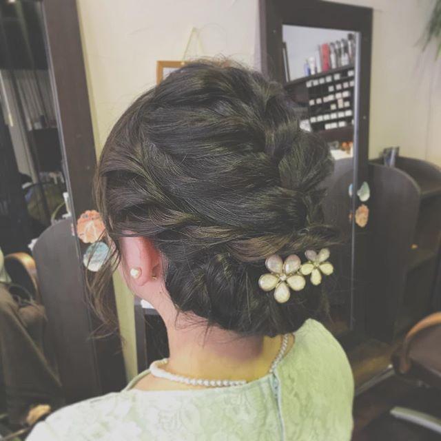 結婚式のお呼ばれセットです️編み込みとロープ編みを組み合わせてみました☆・ワンピースの柔らかい上品な雰囲気に合わせて、まとめすぎず崩しすぎない、大人可愛いセットにしました!・まだまだ結婚式シーズンですので、セットでお悩みの方はぜひご相談くださいね♪・#hair #hairstyle #fashion #makeup #beauty #hairarrange #medium #longhair #bob #shorthair #ヘアスタイル #ファッション #メイクアップ #ビューティー #ヘアアレンジ #編み込みアレンジ #結婚式ヘアセット #福島県 #郡山美容室 #富久山 #美容室イマジン #イマジンヘアー #