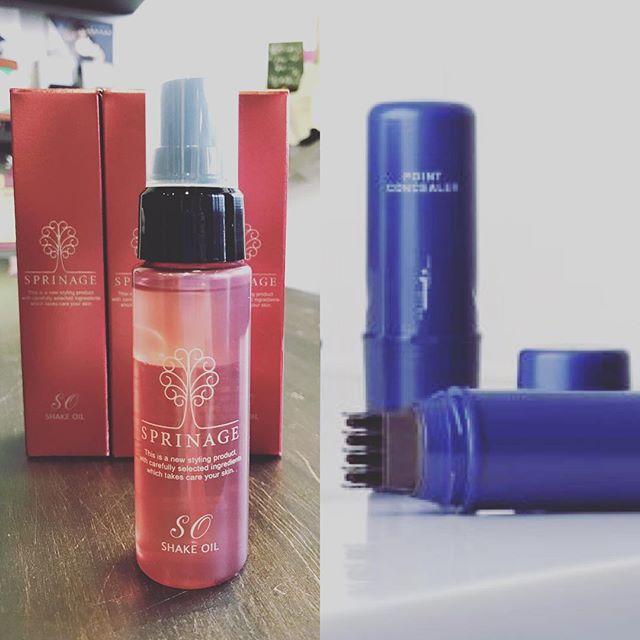 皆さんこんにちは️新商品のご紹介です☆・=左側の赤いパッケージ=スプリナージュシェイクオイル¥2,800(税抜)・美容オイルと化粧水が二層になっているミスト化粧水です。美容室で大人気の美容オイルと同じ成分が配合されています!気になる時にシュッとひと吹き☆オイルよりも手軽に、通常¥3,800の本格美容オイルを体感できます♪・=右側の青いパッケージ=ポイントコンシーラー¥1,800(税抜)・くし形の白髪かくしコンシーラーです。白髪の気になる生え際・こめかみなどにサッとひと塗り!簡単に白髪をカバーできます☆こちらは在庫1点のみとなっております!興味のある方はお早めにお問い合わせ下さい♪・#hair #hairstyle #beauty #fashion #ヘア #ヘアスタイル #ファッション #ビューティ #コスメ #スプリナージュシェイクオイル #スプリナージュセラムスパオイル #ポイントコンシーラー #アリミノ #白髪カバー #贅沢オイル #福島県 #郡山美容室 #富久山 #美容室イマジン #イマジンヘアー